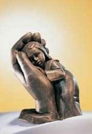 Bleib sein Kind - Bronzefarbener Steinguss